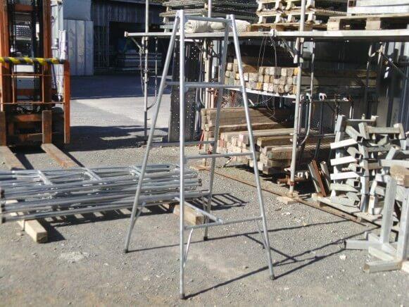 中古品 鋼製脚立3尺商品スライド画像1枚目